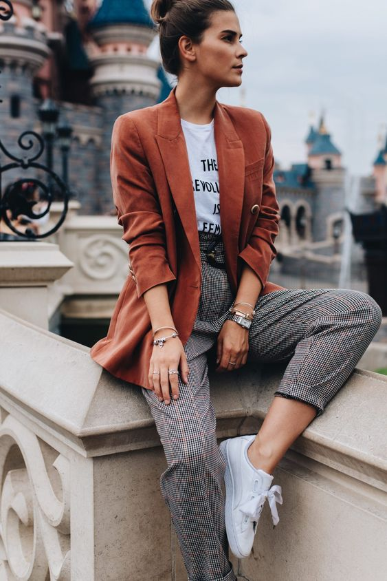 6 Parisian Styles French Women Always Follow 27