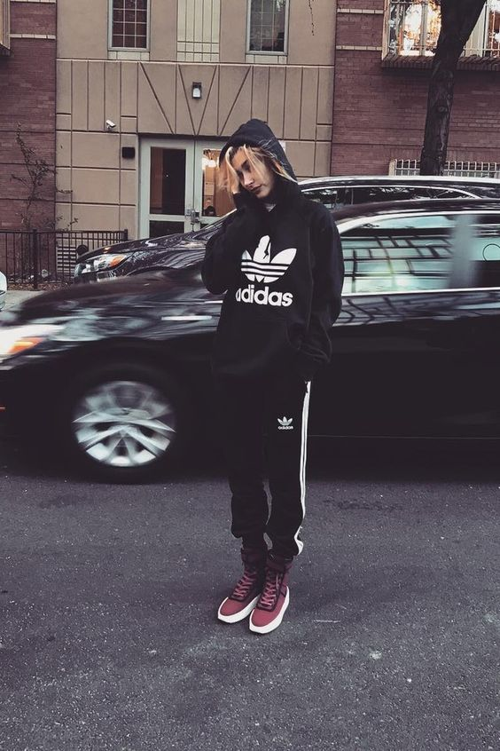 28 Hailey Baldwin's Tomboy Style Outfit Ideas to Copy 11