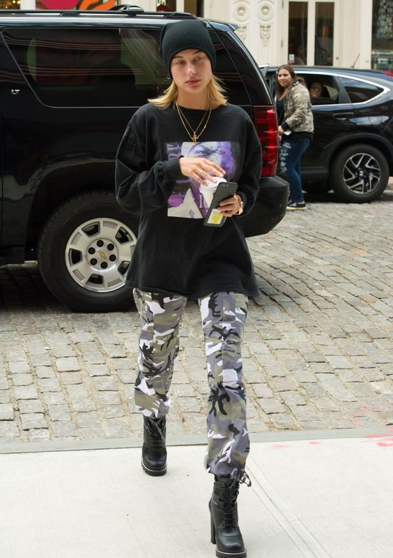 28 Hailey Baldwin's Tomboy Style Outfit Ideas to Copy 16