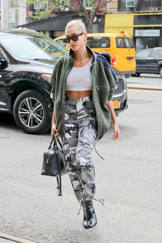 28 Hailey Baldwin's Tomboy Style Outfit Ideas to Copy 17
