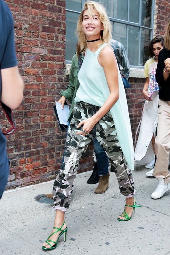 28 Hailey Baldwin's Tomboy Style Outfit Ideas to Copy 18
