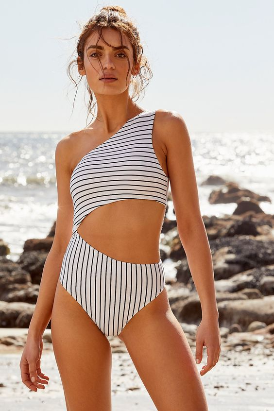 Top 7 Beach Fashion Essentials for Stylish Summer Outfits 4