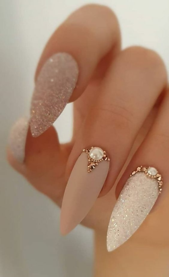 50 Different Ways To Style Glitter Nails 6