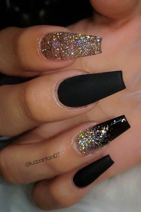 50 Different Ways To Style Glitter Nails 17