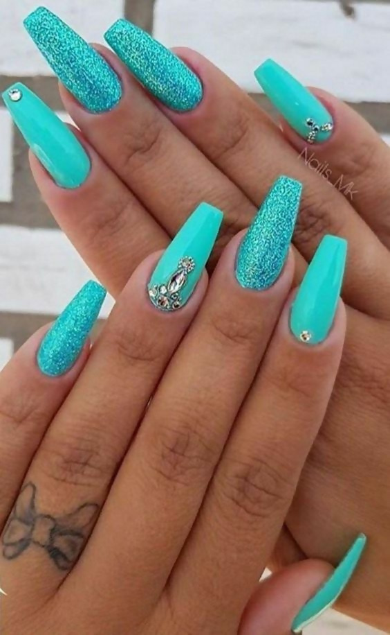 50 Different Ways To Style Glitter Nails 32