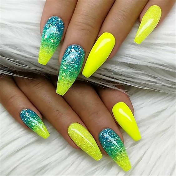 50 Different Ways To Style Glitter Nails 33