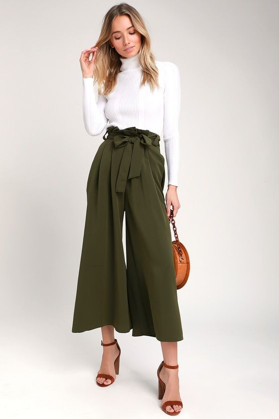 What to Wear With Green Pants: 32 Modern Outfit Ideas 1