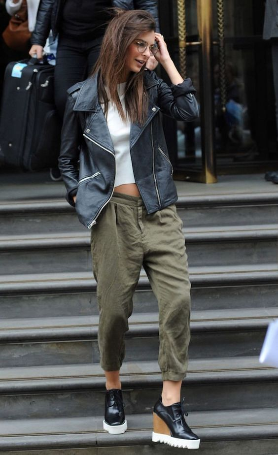 What to Wear With Green Pants: 32 Modern Outfit Ideas 4