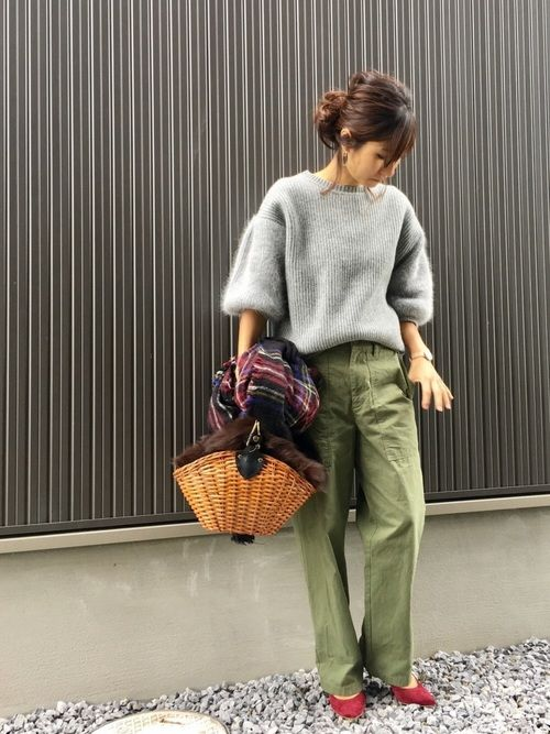 What to Wear With Green Pants: 32 Modern Outfit Ideas 21