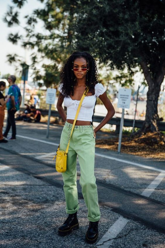 What to Wear With Green Pants: 32 Modern Outfit Ideas 22