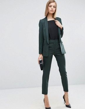 What to Wear With Green Pants: 32 Modern Outfit Ideas 27