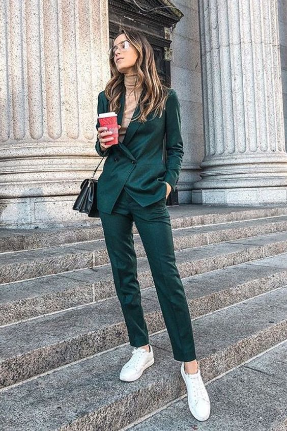 What to Wear With Green Pants: 32 Modern Outfit Ideas 28