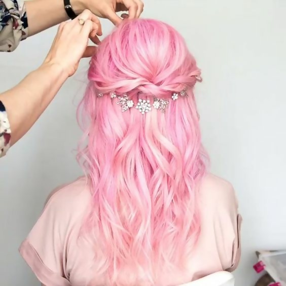 30 Picture-Perfect Styles For Pastel Pink Hair 16