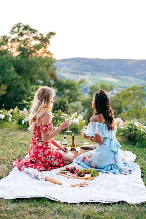 6 Cute Picnic Outfit Ideas You Can Easily Recreate 23