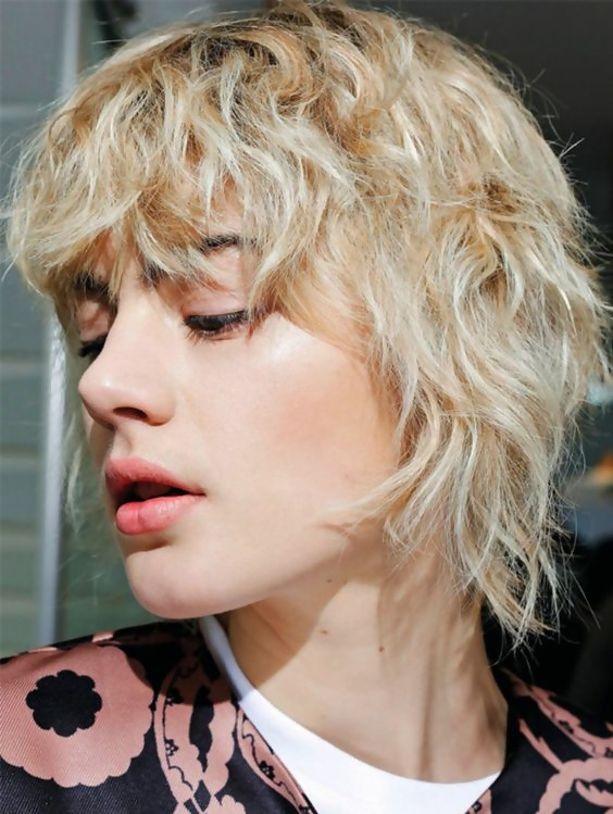 30 Adorable Shag Hairstyles To Inspire Your Stylish 24