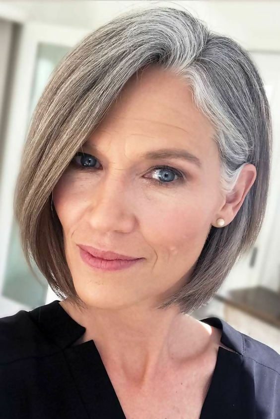 30 Stylish Short Haircuts for Women Over 50 18