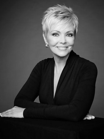 30 Stylish Short Haircuts for Women Over 50 22