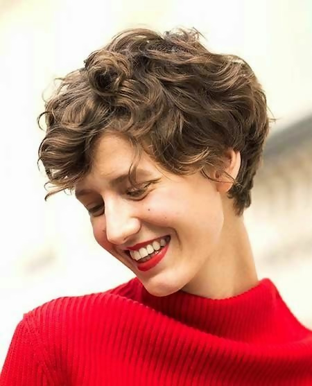 30 Best Short Layered Haircuts Ideas Trending in 2020 6