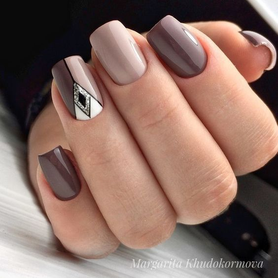 30 Breathtaking Gel Nail Designs to Elevate your Style 9