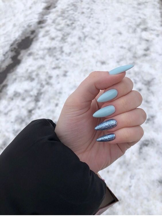 30 Glamorous Blue Nail Designs for Fashion Pros 4