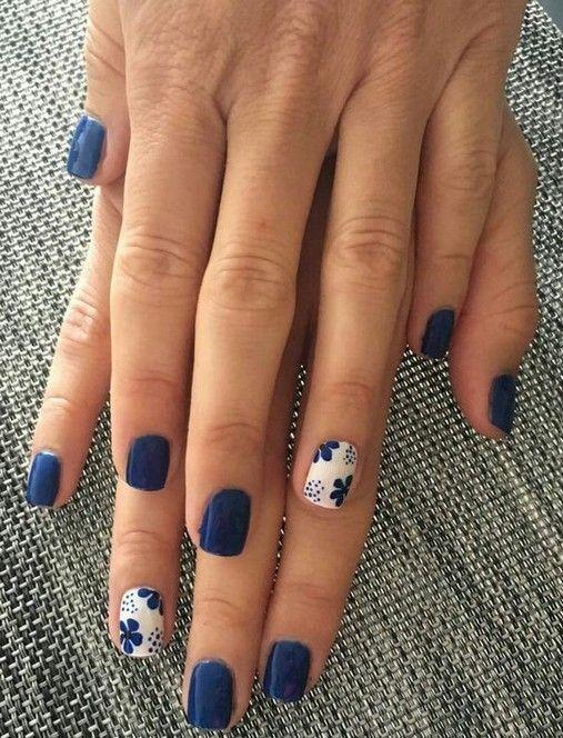 30 Glamorous Blue Nail Designs for Fashion Pros 9