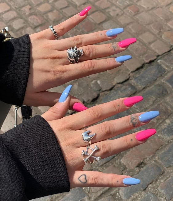 30 Glamorous Blue Nail Designs for Fashion Pros 20