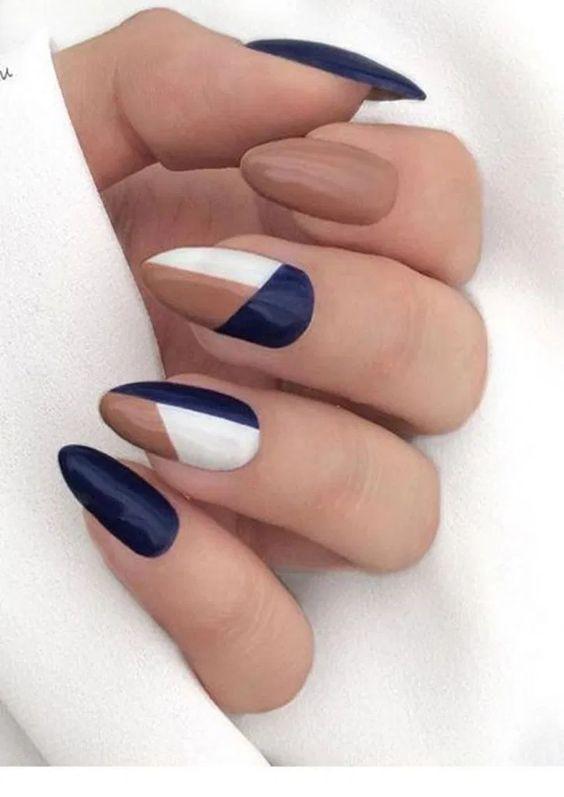 30 Glamorous Blue Nail Designs for Fashion Pros 27