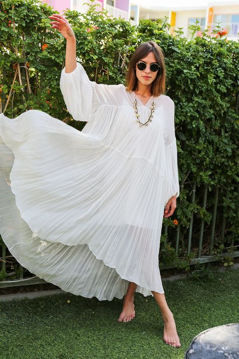 What to Wear to a Pool Party: 3 Outfit Ideas to Show your Chic Style 5