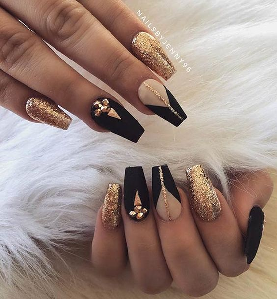 30 Stunning Prom Nails For an Unforgettable Night 13