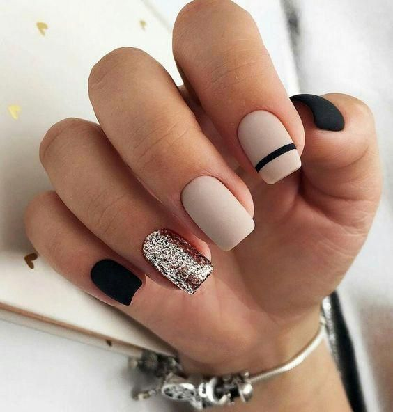30 Stunning Prom Nails For an Unforgettable Night 15