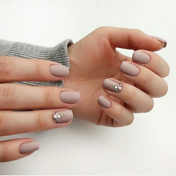 30 Stunning Prom Nails For an Unforgettable Night 16