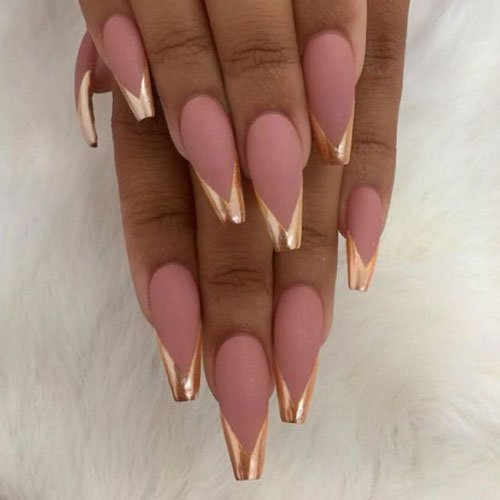 30 Effortlessly Chic Rose Gold Nails to Spruce Up Your Looks 1