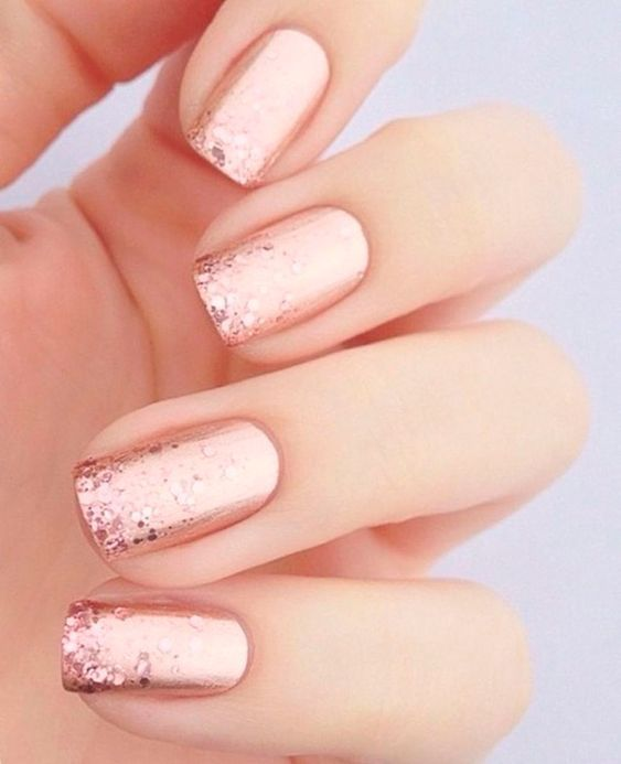 30 Effortlessly Chic Rose Gold Nails to Spruce Up Your Looks 4