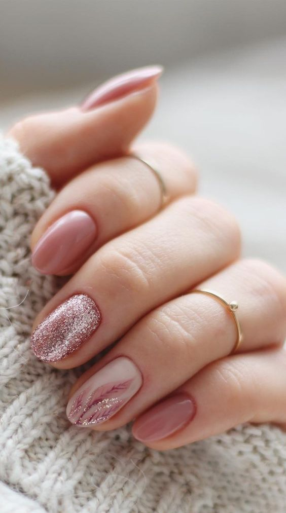 30 Effortlessly Chic Rose Gold Nails to Spruce Up Your Looks 5