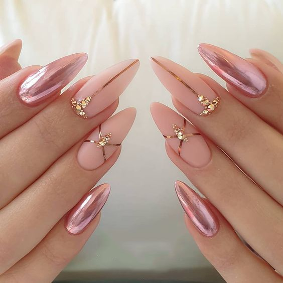 30 Effortlessly Chic Rose Gold Nails to Spruce Up Your Looks 10