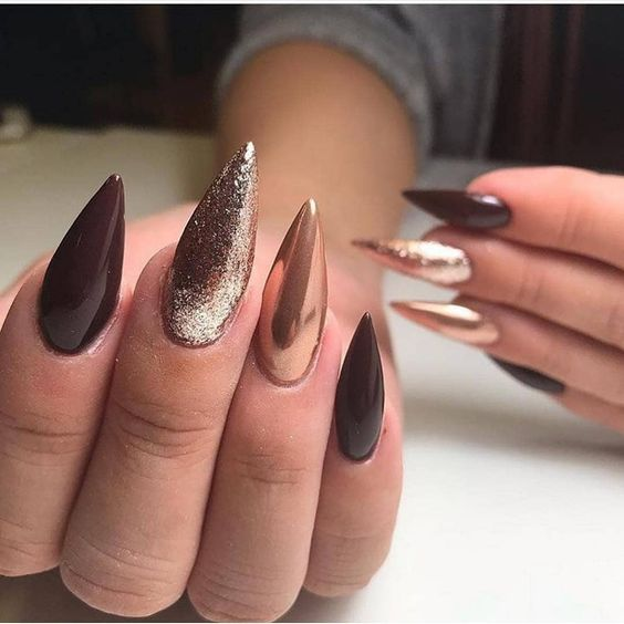 30 Effortlessly Chic Rose Gold Nails to Spruce Up Your Looks 12