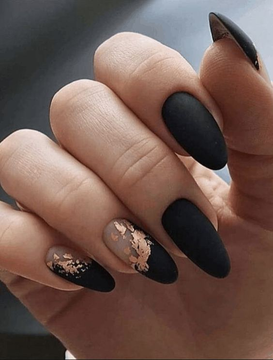30 Effortlessly Chic Rose Gold Nails to Spruce Up Your Looks 15