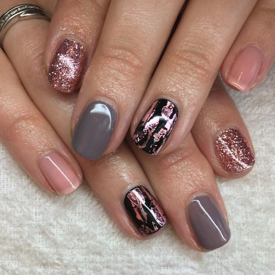 30 Effortlessly Chic Rose Gold Nails to Spruce Up Your Looks 18