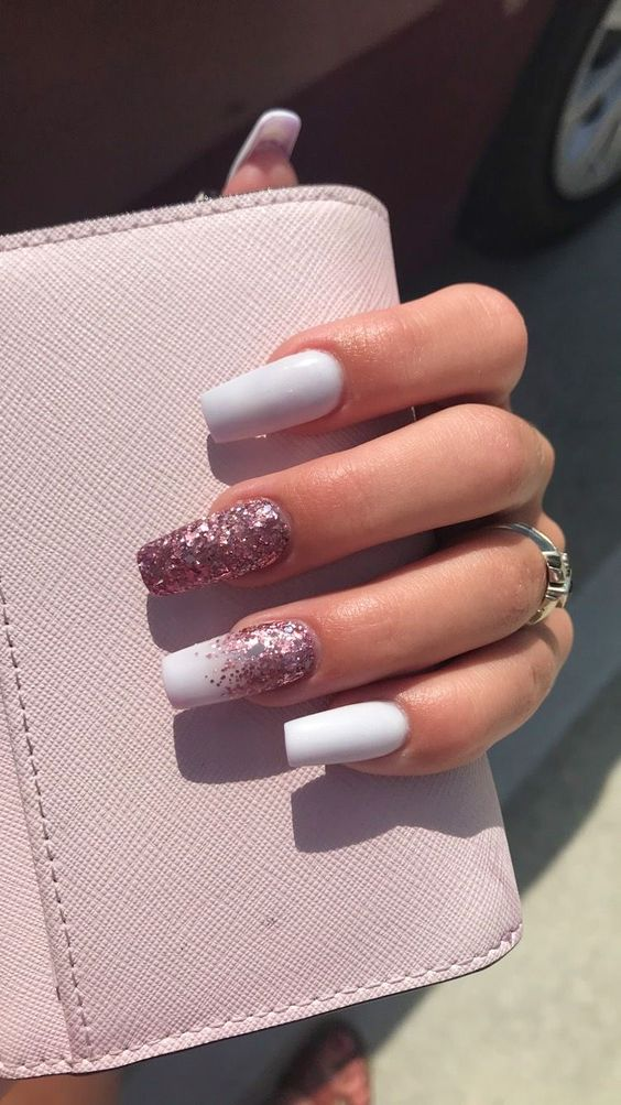 30 Effortlessly Chic Rose Gold Nails to Spruce Up Your Looks 23
