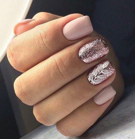 30 Effortlessly Chic Rose Gold Nails to Spruce Up Your Looks 26