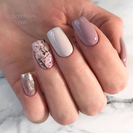 30 Effortlessly Chic Rose Gold Nails to Spruce Up Your Looks 27