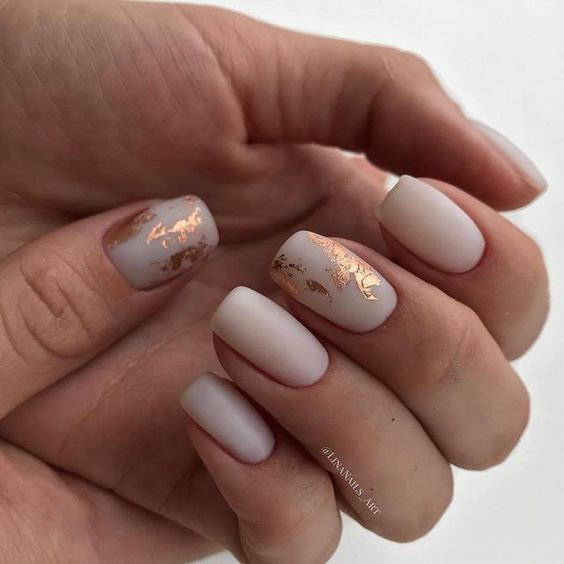 30 Effortlessly Chic Rose Gold Nails to Spruce Up Your Looks 28