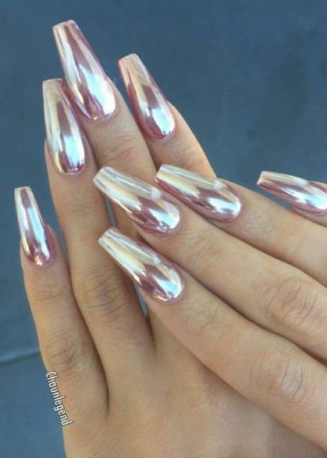 30 Effortlessly Chic Rose Gold Nails to Spruce Up Your Looks 29