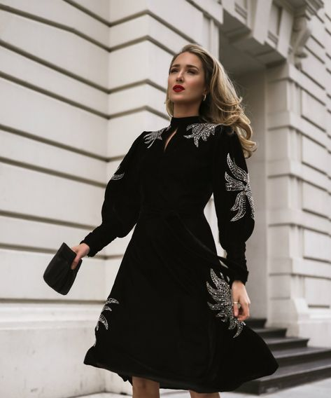 4 Best Dress Types to Wear Black to a Wedding 6