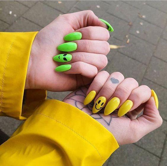 30 Amazingly Cute Yellow Acrylic Nails to Shake Things Up 2