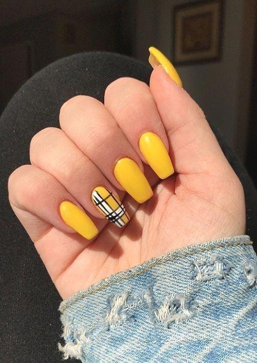30 Amazingly Cute Yellow Acrylic Nails to Shake Things Up 3