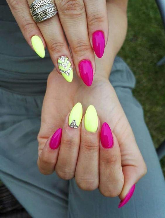 30 Amazingly Cute Yellow Acrylic Nails to Shake Things Up 7