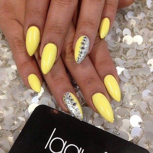 30 Amazingly Cute Yellow Acrylic Nails to Shake Things Up 8