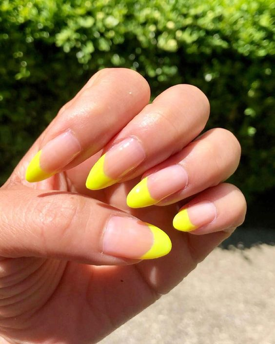 30 Amazingly Cute Yellow Acrylic Nails to Shake Things Up 14