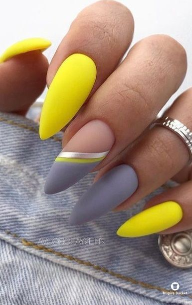 30 Amazingly Cute Yellow Acrylic Nails to Shake Things Up 18